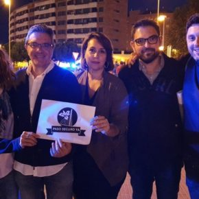 Representantes de Ciudadanos asisten a la manifestación por un Paso Seguro Ya para el barrio de Los Lirios