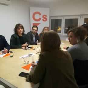 Ciudadanos (Cs) presenta sus propuestas para ayudar alas familias a la asociación de Familias Monoparentales de La Rioja
