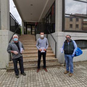 Los concejales de Cs Nájera reparten mascarillas a los vecinos de la localidad